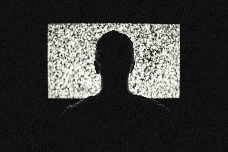 telewizor przed snem